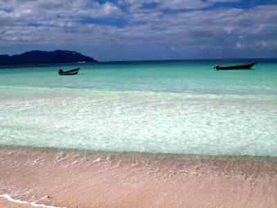"""四日目はホテルのあるディハムリ〜カランシア→舟でシュアブという予定。<br />予定では、夜明け前に海に出て?イルカちゃんとご対面のはずでしたが、普通に朝8時に出発しました。<br /><br />この日はとっても。""""ヘボルケ""""!!<br />"""