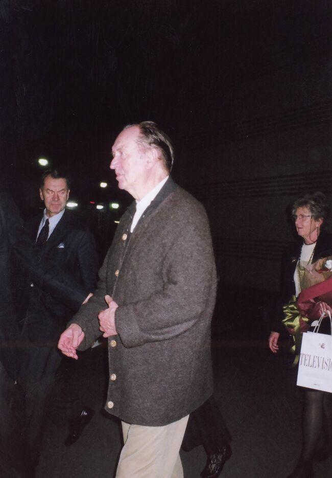 2006年11月5日、礼子姉ちゃん夫妻に切符をもらい、「のだめ」で一躍有名になったベートーヴェン交響曲第7番。「この曲を聴きながらだったら天国に行っても良い」モーツァルトの交響曲39番の演奏会を聴きに出かけました。<br /><br /> ウィーン・フィルの実演は小澤征爾指揮による「リンツ」「マーラーの交響曲第4番」を広島で聴いて以来2回目。<br /><br /> 蛇足ながら砂布巾の身近な人は「のだや」です