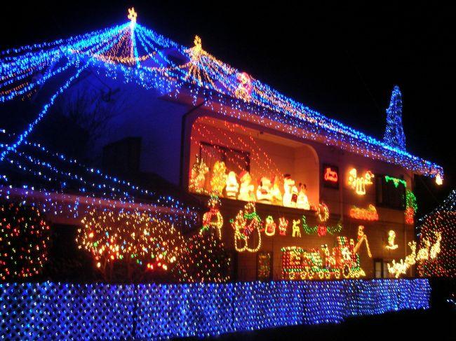 全国ネットのニュースでも取り上げられた,地元の有名なイルミネーションのお家です☆<br />10年間毎年やってこられたそうですが,2007年12月31日で終了しました。<br />ちょっと寂しいです。<br />