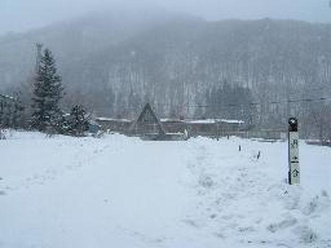 前日、新潟の栃尾又温泉にのんびりして帰りがけに土合を訪問しました。土合は初めてではありません。それどころかふと訪ねたくなる駅で何度もふいに思い立って来ています。<br />今回は冬。誰もいない駅。冬の鈍行列車と駅。味わいました。