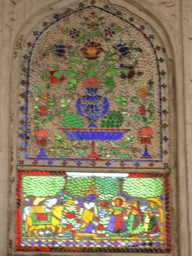 1月26日の旅行写真、アンベール城見学の続きです。見事な装飾の数々に、時を忘れました。鏡の破片で飾った勝利の間や、ステンドグラスで飾った部屋もありました。