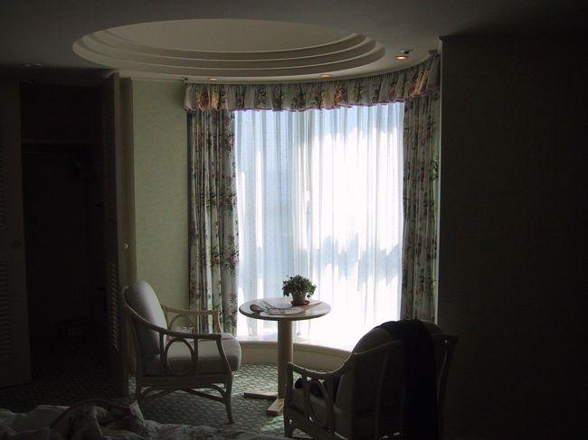 みなとみらいの一番端にあるヨコハマグランドインターコンチネンタルホテルです。<br /><br />お部屋は薄っぺらく高級感はあまりありません。<br />どちらかというとかわいらしい感じでしょうか?<br /><br />とにかく今の時期は寒いです。<br /><br />詳細<br />http://www.interconti.co.jp/yokohama/index.php