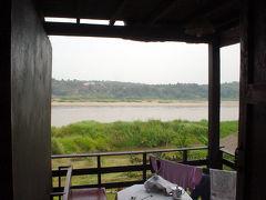 タイ・ラオス国境の町: チェンコン 「天国に一番近い、カラオケ地獄」