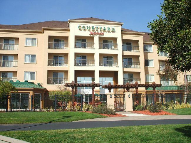 メキシコ(カンクン)へ行く時、私は、フライトの関係でサンフランシスコのホテル「コートヤード・バイ・マリオット・サンフランシスコ・エアポート(オイスターポイント・ウーターフロント)」に1泊した。2月の週末料金で、ルームチャージ$132(約14500円、朝食なし、諸税込み)。平日はもっと高い。<br /><br /><br />私のホームページ『第二の人生を豊かに―ライター舟橋栄二のホームページ―』に旅行記多数あり。<br />http://www.e-funahashi.jp/<br /><br />