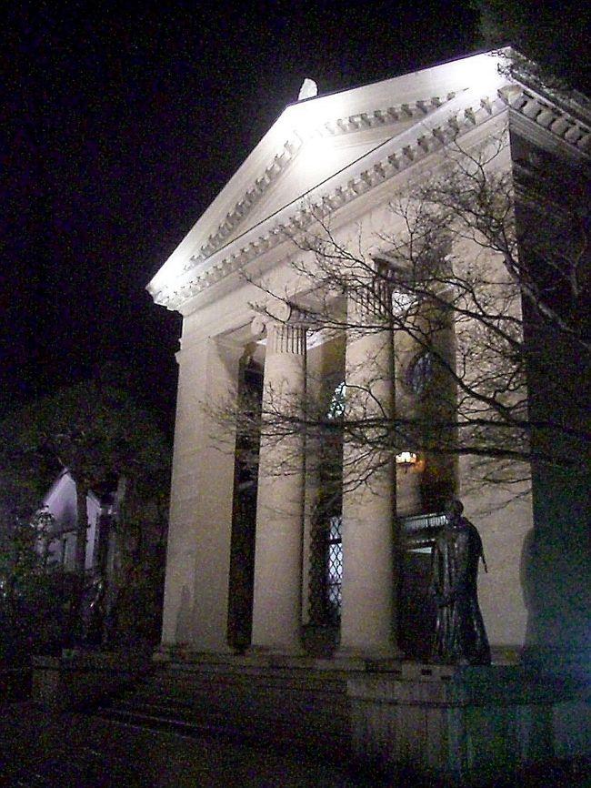 度々お邪魔する倉敷美観地区ですが、今日はこの美観地区の新たな顔を紹介します。<br /><br />この時期、倉敷では音楽祭開催期間に入っておりそれと重なり美観地区では夜遅くまで観光客で賑わってました。<br /><br />●倉敷春宵灯り2008<br />平成20年3月19日(水)〜23日(日)<br /><br />◆晴れの国 岡山 『観光かわら版』◆<br />http://4travel.jp/traveler/comeva/album/10432651/<br /><br />◆晴れの国 岡山map◆<br />http://waiwai.map.yahoo.co.jp/map?mid=KPuHK1HEmNHv1I_rG3Uk39lKoqiLoPVY7g-- <br />