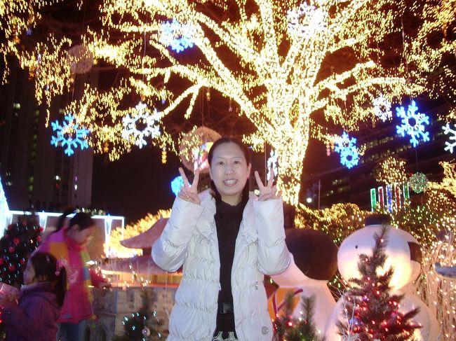 パパママ三十路独身娘の3人旅<br />寒いソウルでたくさんの楽しい旅行でした<br /><br />行程<br />【1日目】<br />ソウル着<br />免税店<br />焼肉<br />【2日目】<br />市内ツアー<br />・清渓川<br />・景福宮<br />・博物館<br />サムゲタン<br />貞洞劇場<br />NANTA<br />カムジャタン鍋<br />【3日目】<br />キムチ屋さん<br />ソウル発<br /><br />