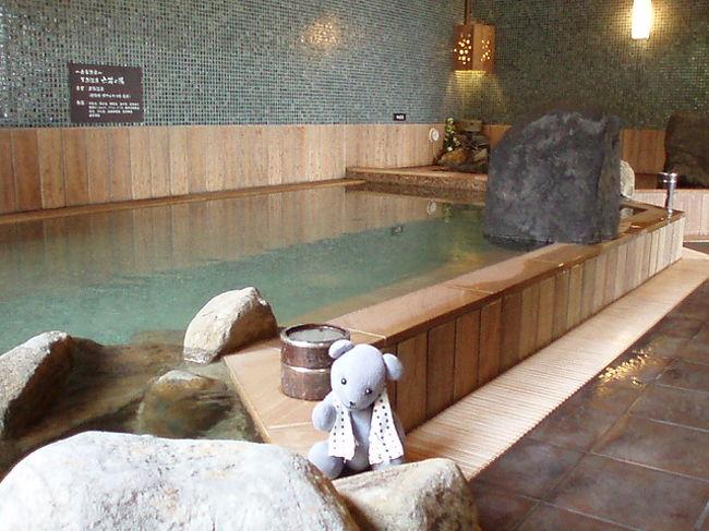熊本城見学して、今夜の宿、ドーミーイン熊本へ。<br />実のところ、今回の旅の目的は、2月にオープンしたここに泊まること。<br />宿泊前から迷惑かけつつ、やることはいつもとかわりありません。<br />表紙の写真は、男性用大浴場^^;<br /><br />ただ、オープンしたてのところは、リスクがつきものなんですよねえ・・・