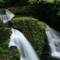『日本の滝百選』、赤目四十八滝、新緑が雨に濡れる。/三重県名張市