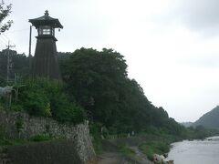 「川湊灯台」に美濃の繁栄をしのぶ
