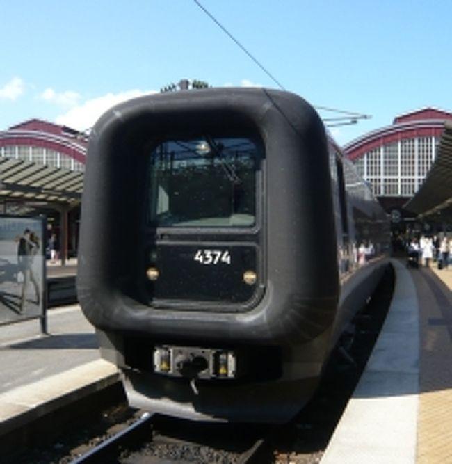 デンマーク国鉄DSBのインターシティLynに乗車<br />なんとディーゼルカーでした。音はどことなくJR北海道のスーパー宗谷に似ているような<br />そういえば、JR北海道はDSBと提携しているようで、室内の配色もどことなくスーパー宗谷の雰囲気がありました