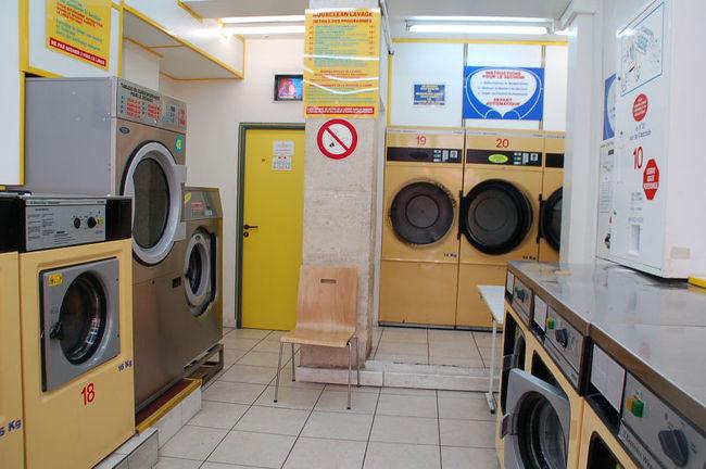 パリ滞在五日目に、洗濯物が溜まったので、コインランドリーに行って来ました。<br /><br />なお、このアルバムは、ガンまる日記:パリのコインランドリー初体験[http://marumi.tea-nifty.com/gammaru/2008/08/post_30f4.html]とリンクしています。詳細については、そちらをご覧くだされば幸いです。