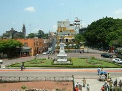 チョルーラからの帰りバスで美しい町クエルナバカに立ち寄ってきました。