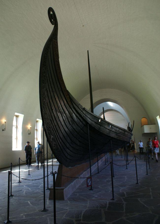 「灼熱地獄から逃れたい!」と夏休みはツアー参加で、北欧4ヶ国を巡って来ました。<br /><br />北欧旅行4日目はスウェーデンからノルウェーに移動します。<br /><br />8月1日<br />★AM:ストックホルムから空路、オスロへ移動<br />★PM:国立美術館・ヴァイキング船博物館<br />☆PM:フログネル公園<br /><br />
