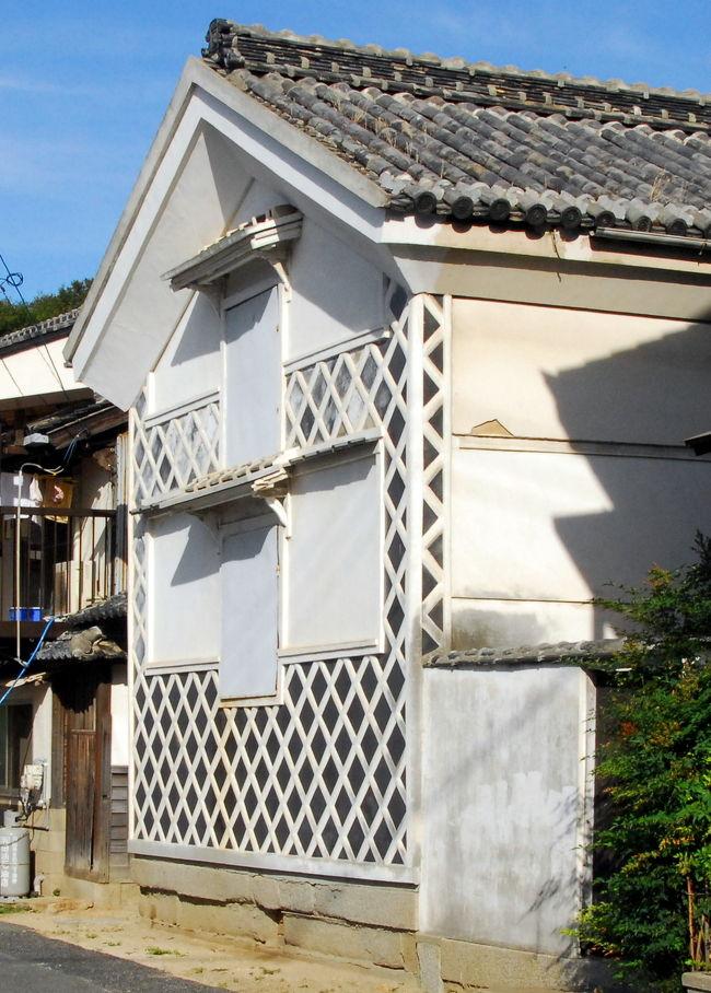 下津井港は、かつて岡山県倉敷市の茶屋町駅と下津井駅とを結んでいた下津井電鉄の鉄道路線の終点であり、古い民家や町並みが残っていると思い20年振りに立ち寄ってみた。<br />