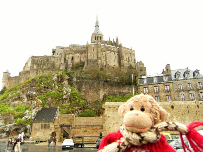 """2008年3月におさる1号と旦那さんのsggkに連れられて、久々のヨーロッパ旅行に行って来ました。<br /><br />僕とsggkは、初めてのフランス。<br />そして今回は、おさる1号もsggkも行くのが夢だった""""モン・サン・ミッシェル""""にも行って来ちゃったよ!<br /><br />3月だけど寒くて、お天気もいまいちだったけれど、とっても充実の9日間だったよ!"""