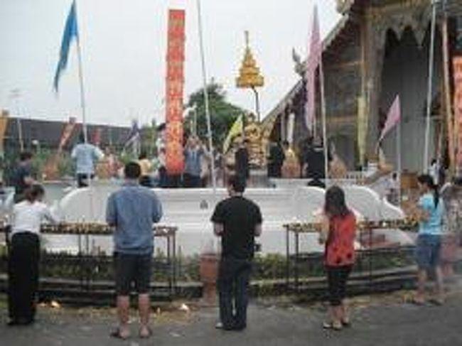 2007年4月、タイに行きました。<br />目的はソンクラーン。<br />仏教の水掛祭り。<br />大規模なのはチェンマイのソンクラーン。<br />だから行ってきました!!<br />ついでに色々見て来た。