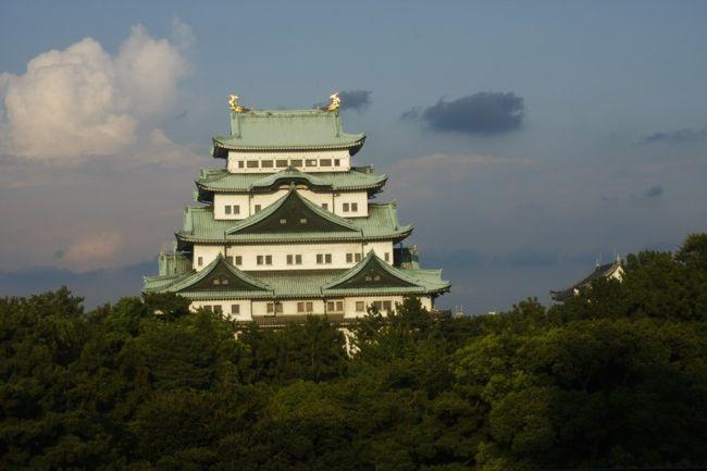 一番暑い名古屋に行き名古屋城見物と<br />西浦温泉につかりに行きました。