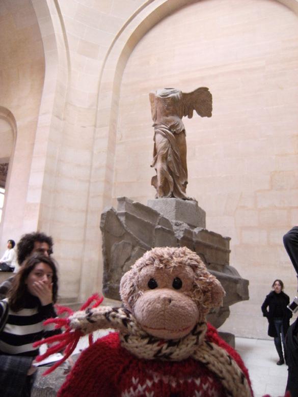 おさる1号と、旦那さんのsggkに連れられて、フランス旅行に行ってきました。<br /><br />4日目は、ルーブル美術館をはじめに、オランジュリー、ポンピドゥーセンターなど美術館巡りをしたよ。<br /><br />夕ご飯は、ホテルの近くのアールヌーボー調のレストラン<ル プチ ザンク>で。<br /><br />一日中歩き通しで疲れちゃった。
