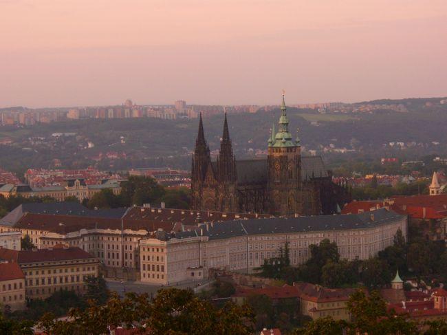 プラハ城を後にしてきのうのスメタナにつづき今日はモーツアルトを攻めます。その後本日2本目の塔へ夕焼けを見に行きます。