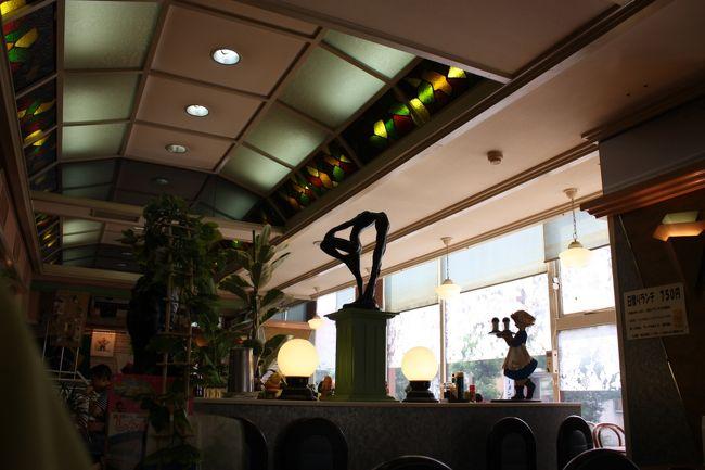 姫路観光の初日は、いきなり寝坊してホテルの朝食サービス時間を過ぎてしまいました(^_^;)<br /><br />仕方が無いので、目的地の姫路城に向け歩いている途中で喫茶店を見つけ、モーニングを食べました。<br /><br /><br />◎喫茶店「ブラジル」<br /><br />モーニングサービス時間 9:00〜11:00<br />