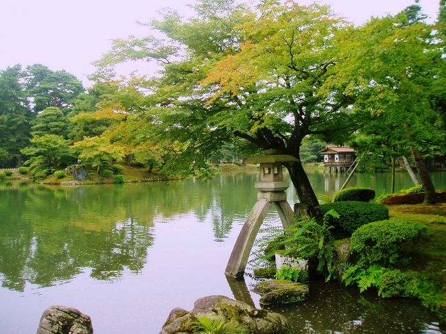 東京に出張になりました。<br />幸い、前日がお休み。<br />お休みを利用して、ちょっと遊びに出かけてから仕事に行きます。<br /><br />寄り道するのは金沢。<br />金沢は私が初めて一人旅をした場所です。<br />今のようにインターネットもなく、情報収集もあまりできず、ガイドブック1冊だけを頼りに旅に出ました。<br /><br />初めての一人旅で、とにかく旅慣れてなかったし、苦い思い出ができてしまった金沢…。<br />少しは旅慣れてきた今、金沢を楽しめるようになったでしょうか。