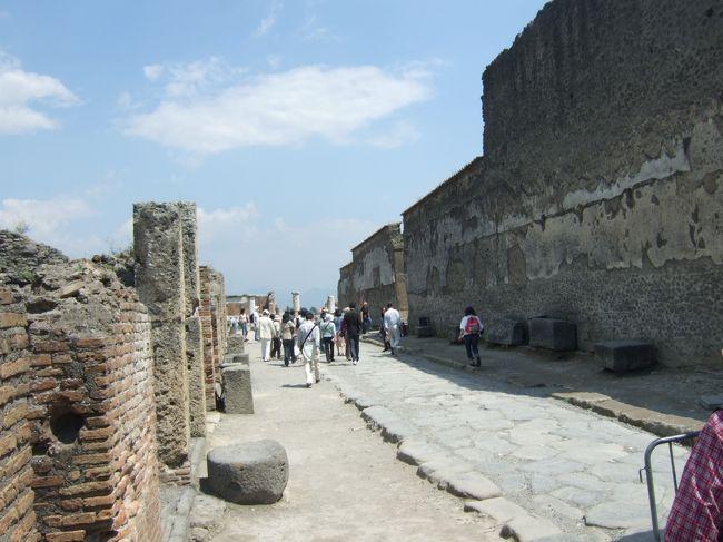 2008.GW 阪急トラピックスさんのツアーで南イタリア&シチリアに行ってきました!<br /><br />総勢22人と程よいサイズのツアー。たっぷり詰め込んでるので慌しいツアーでしたが、それでも見所をしっかり回れたので良かったです。<br /><br />行程はナポリ→アマルフィ海岸→カプリ島→ポンペイ→マテーラ→アルベロベッロ→タオルミーナ→チェファル→パレルモ→モンレアーレ→アグリジェントです。<br /><br />今回は、ポンペイ編です。<br /><br /><br />https://blogs.yahoo.co.jp/alice_in_fireland/64702659.html<br /><br /><br /><br />