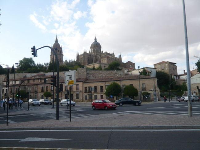 またまた、スペインに留学にきたため、これからもスペイン旅行記をかきたいと思います♪<br /><br />今回スペインのマドリッドに到着して、大学のあるオビエドまで、バスで一気に行くと大変なので、途中サラマンカに2泊して観光しました♪<br /><br />サラマンカは学生の都市で、大学が立派で羨ましかったです。笑