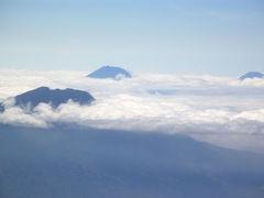 インドネシア5    バリ島からジャワ島へ、飛行機は右窓側がお勧め(+極端な補正例2)