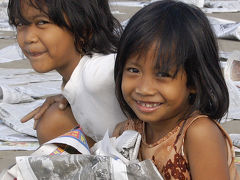 インドネシア17   ジョグジャ朝の街歩き:モスク、イベント、新聞紙の海、そして静かなジョグジャへ