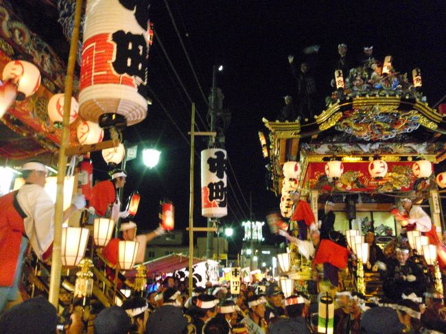 日本三大曳山祭は秩父夜祭・祇園祭・高山祭。<br />その中の秩父夜祭に行ってきました。<br /><br />20年前の大学時代に1度秩父夜祭に行ったので2度目。<br />そのときは秩父の隣の横瀬が実家の友達の家へ泊まり見たのだが、<br />あまり覚えがない。<br /><br />急に決めたので西武鉄道の特急レッドアロー号は満席。<br />各駅停車で初めて西武秩父駅へ。<br />何度も秩父へは行っているが、すべて車でしたね。<br />