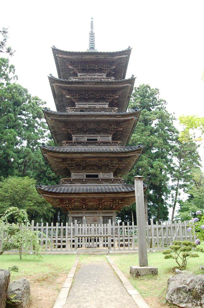 佐渡は、歴史的な文化遺産の宝庫<br /><br />かつては貴族の流刑地であったということもあり、高貴な寺社などが多く残り、とても離島の地とは思えない、優雅な文化の足跡を残しています。<br /><br />写真は、妙宣寺五重塔