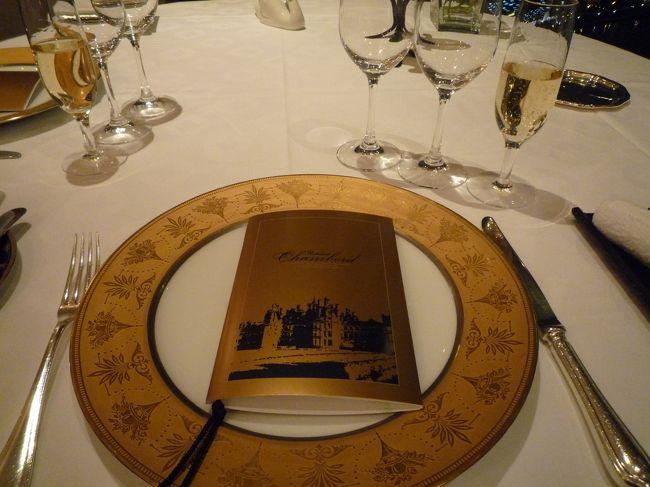 リーガロイヤルホテル大阪に宿泊してきました☆<br /><br />今回はデラックススイートのお部屋に宿泊☆<br />そして1度行ってみたかった「シャンボール」でのディナーをしてきました☆<br /><br />ホテルの中もクリスマス☆<br />ホテルから見える外の景色もクリスマス☆<br /><br />満喫でした☆