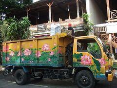 31水曜3日目2午前ゴミ収集車と市場とお参り