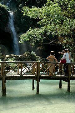 ★アジア冬旅(8)ラオス ルアンパバン クアンシーの滝へ