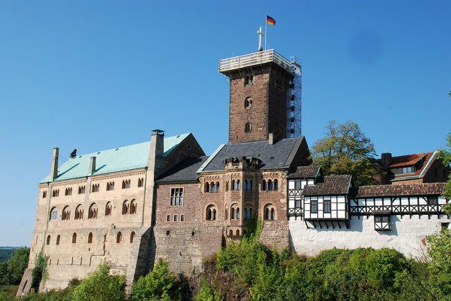 歌劇タンホイザーの舞台の町。<br />バッハさんがアイゼナハで生まれたそうですが、今は無いそうです。<br />バッハ一族が暮らした家「バッハの家」があります。<br /><br /><br /><br />ヴァルトブルグ城 <br />50°57'58.77″N  10°18'23.23″E<br />