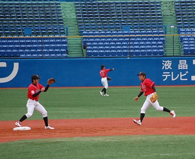 球春到来!スポニチ杯開幕。強風のマリスタにて。<br />http://4travel.jp/traveler/chifu/album/10317072/<br />に引き続き、3月14日には、神宮球場に行ってきました。<br />天候不良により、試合開始時間が遅くなったので、渋谷から歩いていきました。<br />いつも歩いてしまいますが、帰りは地下鉄に乗りました。<br /><br />社会人野球は、面白いですね。<br /> 東邦ガスVSホンダ<br /> NTT西日本VS鷺宮製作所<br />の試合を観戦しました。<br />超寒かったですわ。<br />