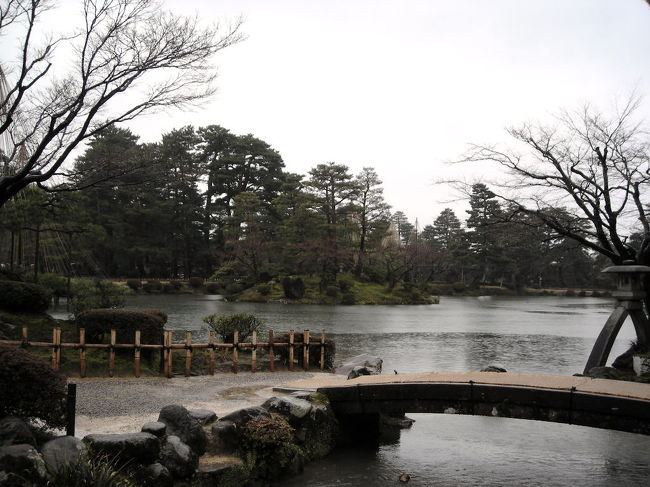 週末旅行で金沢と輪島に行ってきました。<br /><br />ー旅程ー<br />3/13 夜行バスで新宿から金沢へ<br />3/14 金沢市内を観光、バスで輪島へ。輪島で1泊<br />3/15 輪島観光し、能登空港から帰宅<br /><br /><br />で、金沢。<br />本来の旅の目的は輪島の朝市に行くことだったので、<br />金沢は「おまけに観光」な程度で訪れたのですが、<br />とてもよい街でした!