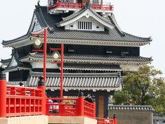 2009春、桜の季節の清洲城(2):4月5日(2):椿、大地震記念碑、朱の橋、模擬天守、染井吉野、里桜、鯉幟