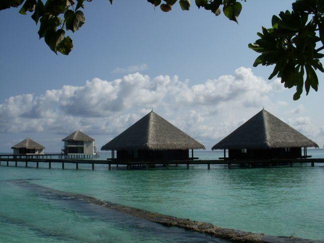 アダーラン・ヴァドゥの滞在中に同じ南マーレ環礁のクラブ・ランナリを視察してきました。こちらも同じアダーラン・グループのホテルです。日本ではあまりメジャーではないこのリゾート、ちょっと興味がありました。最近新しい水上コテージも出来たということで、南マーレの老舗リゾートをご紹介します。