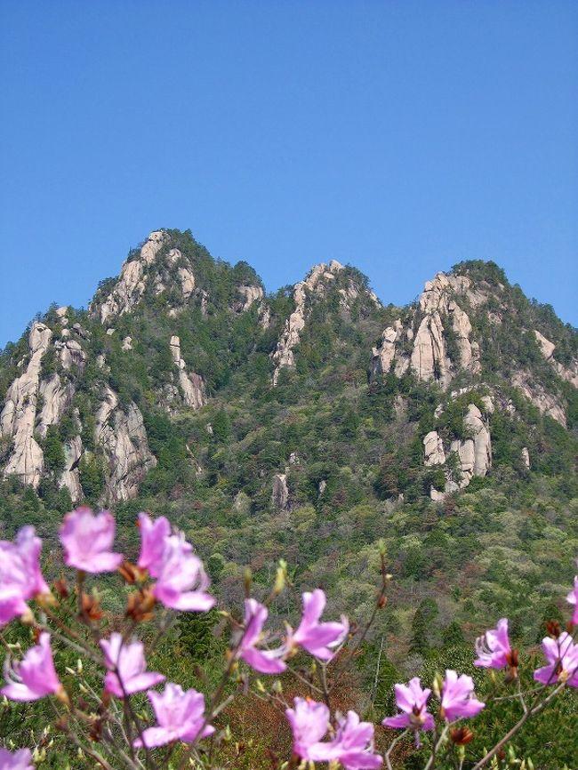 右のポッケにやデジカメを、左のポッケにやオーディオを!<br />天気はいいし今日も出かけるか!<br /><br />山並みの桜も消えて、山は一変!!目にも眩い新緑を放っていました。ジャズの心地よいリズムを刻みながらの快適なツーリングです。<br /><br />中国山地を水源とする小瀬川は山口県と広島県の県境を流れる清流です。その小瀬川に沿って走る186号線。四季折々に自然の素晴らしさを見せてくれる、ツーリンブには最適な国道です。<br />小瀬川の風物詩<ひな流し><br />?http://4travel.jp/traveler/abc619/album/10316210/<br />?http://4travel.jp/traveler/abc619/album/10316210/<br />