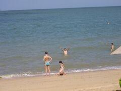 15水曜4日目1あさ帰る前のプライベートビーチを散歩