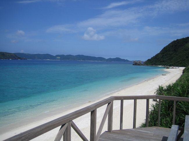 2007年5月、ひとりで沖縄へ1ヶ月滞在しました。<br />プランは特に無く、石垣島から那覇、座間味諸島をめぐる気ままな旅でした。<br /><br />このとき仕事を辞めたばかり。<br />今後どうするかを考えるため・・、いや、考えるのをやめたいがために行ったとも言えるかな?<br /><br />疲れてしまったとき、ちょっと足を止めてこんな放浪の旅をしてみたらいかがですか??