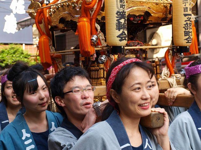 有馬小学校を出発<br /><br />途中 町会の神輿 お囃子も参加 行列も大きくなり<br /><br />三越前では 江戸らしい勇壮な行列になりました。