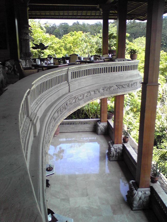 GWにバリ島へ行ってまいりました。大好きなバリ島。天気も良く最高にまったりと過ごしてまいりました。<br />宿泊ホテルは The Royal Pita Maha。全室ビラでこれぞイメージどおりのバリ島です。<br />スタッフも親切で本当に大好きです。<br />アップしているのは食事場所です。3階で上からはメインプールはアユン側が一望できます。