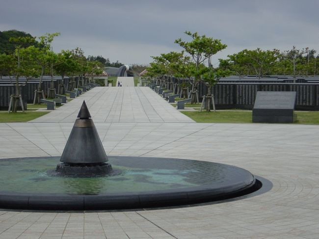 2002年4月12日、私は初めて沖縄を訪問しました。<br /><br /> 沖縄南部・摩文仁の丘(まぶにのおか)を見てこようと、旅立ちました。<br /><br /><br /> 何がせきたてたのか、今は思い出せません。<br />