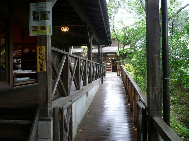 木の家<br />http://www.akiu.net/kinoie/<br /><br />お向かいは、秋保天守閣自然公園<br />市太郎温泉があります。<br /><br />木の家はロッジを借りて、自炊するお宿<br />夏休みも近いですので、かなり予約が入ってきているそうです。<br /><br />私が行くときは、「うつわの館」や「珈琲館」の利用のみ<br />うつわは、土もの、ガラスがあります。<br />目移りするほどたくさんあります。<br /><br />秋保温泉から錦が丘へ抜けて<br />仙台市天文台があります<br />http://www.sendai-astro.jp/<br /><br />