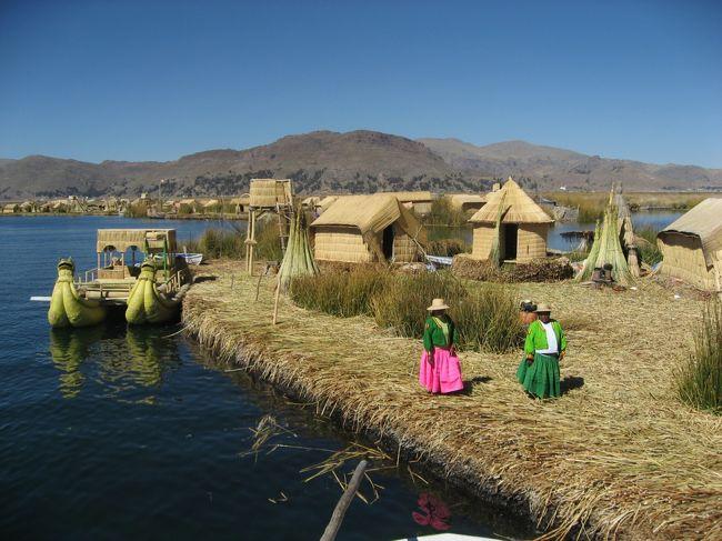 """何とか深夜たどり着いたよ〜プーノに。<br />※詳しくは前頁の""""ペルー旅行(10)クスコ番外編""""をご覧下さい!<br /><br />今日はペルーの観光最終日。ああ・・・とうとうこの日が来てしまった!<br />今日は英語のガイドさんをお願いして、ウロス島観光(ランチ付)の予定。かなり寝不足だけど、今日一日頑張ろう!<br /><br />ちなみに、プーノは今回の旅行で一番最低気温が低い場所、かつ、3855mと一番の高地である、気を引き締めていこう!"""