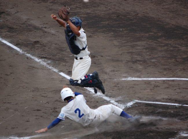 新しい俣野公園野球場に高校野球を見に行きました。神奈川県の高校野球人気は凄いですな。<br />新しくて小さなスタンドには、ほぼ満員になりました。<br />最近、野球観戦記が続いております。<br /><br /><第一試合> 上溝高校VS市立川崎高校<br /><第二試合> 厚木高校VS茅ヶ崎北陵高校<br /><br />上溝高校のショートのプレーが光りました。<br />厚木高校のチアガール、世界クラスの応援でした。<br /><br />【当日のモブログ】<br />http://blog.livedoor.jp/chifu_19/archives/51693606.html<br />http://blog.livedoor.jp/chifu_19/archives/51693688.html