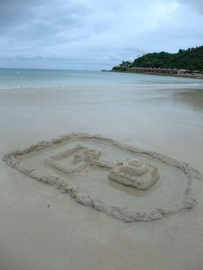 3年連続サマーバケーションでサムイ島へ!!!<br /><br />お天気はイマイチ。<br /><br />けれども今年もビーチで遊び、プールで遊び、街で遊び、ホテルでのんびりして、飲んで食べて!<br /><br />大満足の9日間。<br /><br />今年のサムイ島滞在ホテルは、<br />The Imperial Samui Hotel(インペリアル・サムイ・ホテル)のPremier Sea Facing<br />http://www.imperialhotels.com/samui/index.html<br /><br />予約したのは6月の終わり。<br />7泊で30,800THBぐらいでした。<br />(もっと安いサイトもあるかもな?)<br /><br />今年は最終日にバンコク立ち寄りしました☆
