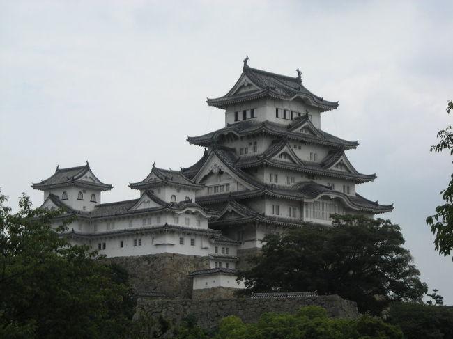 **************<br />今回の旅程<br /><br />7/18 <br />新幹線で姫路まで、姫路城を見て神戸に戻り、神戸観光。神戸のビジネスホテル泊<br /><br />7/19<br />電車で大阪、難波へ。ちょっとお昼食べて、高野山に向かう。高野山歩いて、高野山の宿坊泊<br /><br />7/20<br />高野山ちょっとあるいて大阪へ戻る。難波でお昼食べて、新幹線で東京へ帰宅<br />**************<br /><br /><br />こちらは姫路・神戸の旅です。<br /><br />姫路は姫路城が見たくて。今年の秋から5年間修復工事に入るそうなので、その前に見たくなって行くことにしました。<br /><br />神戸は行ったこと無いから行きました。普通の街かと思いきや、案外楽しめた。<br /><br />ちなみにJR出張プランを使って行きました。<br />新幹線の往復にビジネスホテル宿泊付き。<br />これはお得なチケットですね。また使いたい。<br /><br />